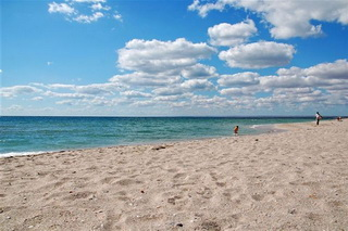 Photo of sandy beaches of the Black Sea:  best sandy beaches of the Crimea near the settlement Mirniy