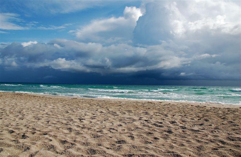 Красивые фото пляжа тучи на пляже