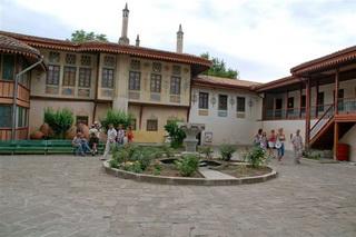 Экскурсия Бахчисарай Успенский монастырь Чуфут Кале, фото Ханский дворец в Бахчисарае или Бахчисарайский дворец, внутранний двор