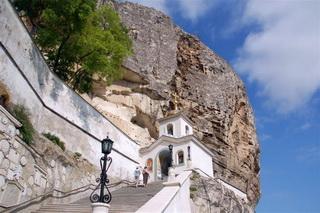 Экскурсия Бахчисарай Успенский монастырь Чуфут Кале, фото вход в Успенский монастырь